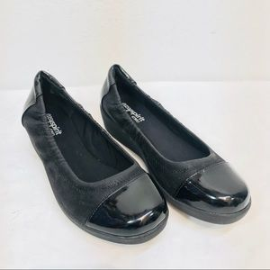 Easy Spirit e360 flats - black patent cap toe